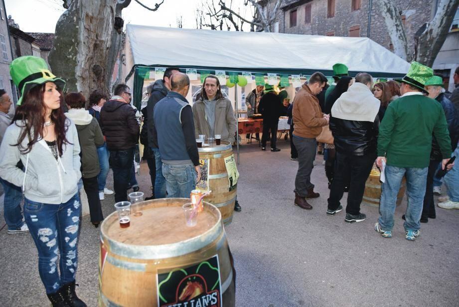 Chapeaux verts, musiques celtes et spécialités culinaires ont ravi les participants