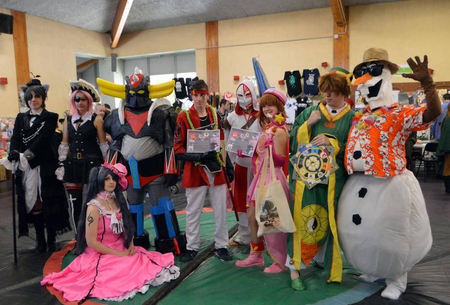 Amateurs de mangas, ils ont participé au concours de cosplay. Victoire, en personnifiant Klain de la série Sword Art On Line pour le premier, Golderak pour le second et Sakura de la série Chasseuse de cartes pour le troisième, au centre de notre cliché.