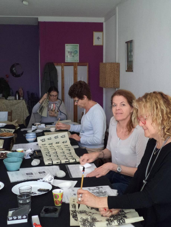 Les ateliers de calligraphie et de peinture chinoises ont eu lieu toute la journée à l'espace Bien-être et zen de la Coudoulière.