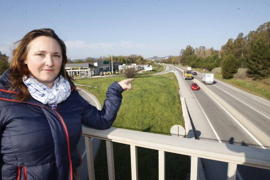 Stéphanie a reçu un PV portant mention d'une vitesse limite autorisée de 50 km/h.