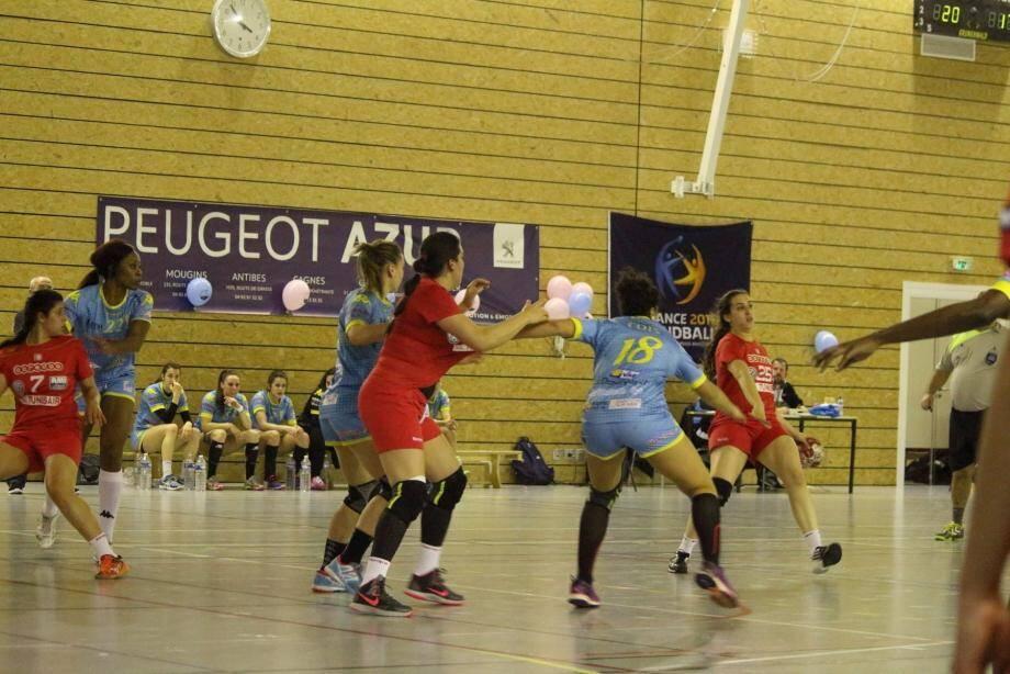 Un match spectaculaire entre la sélection tunisienne et Toulon St-Cyr devant les spectateurs du HBDC.