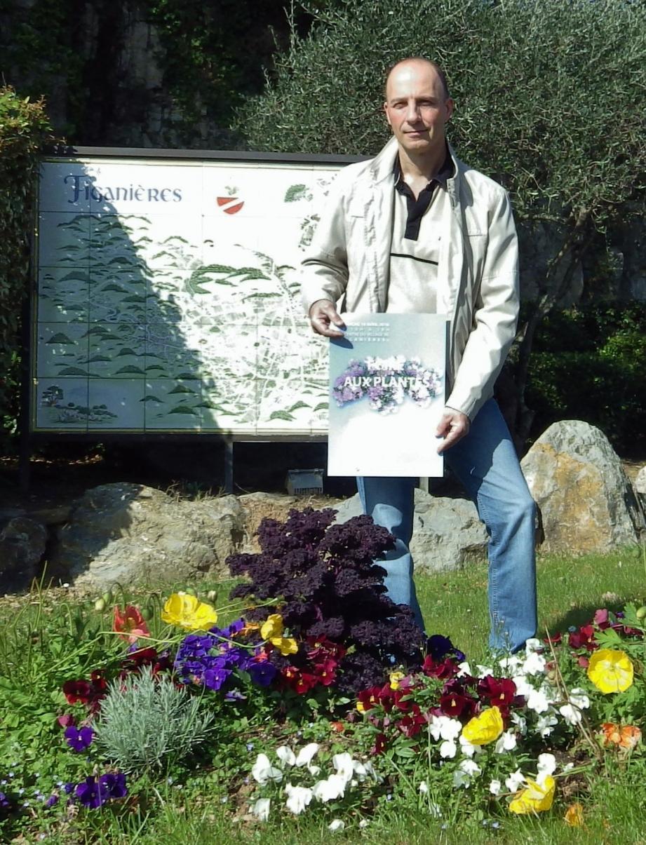 Alain Osterero, conseiller municipal en charge du fleurissement, est la cheville ouvrière de cette manifestation.