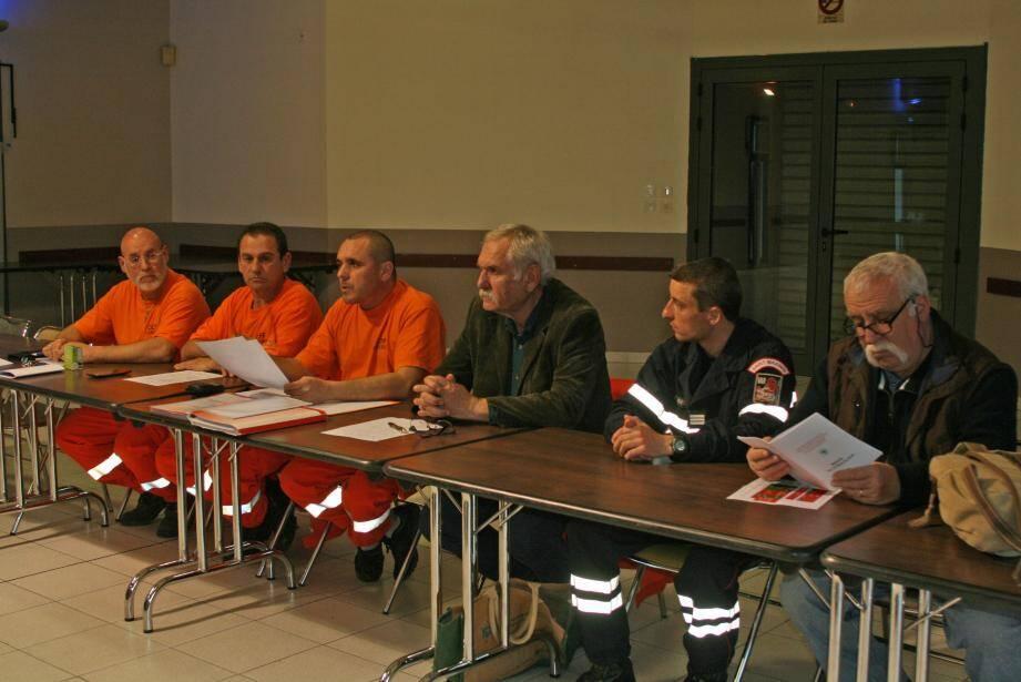 Gilles Payan (à gauche du maire) va organiser des sessions de formation aux premiers secours pour les Pourciérains.