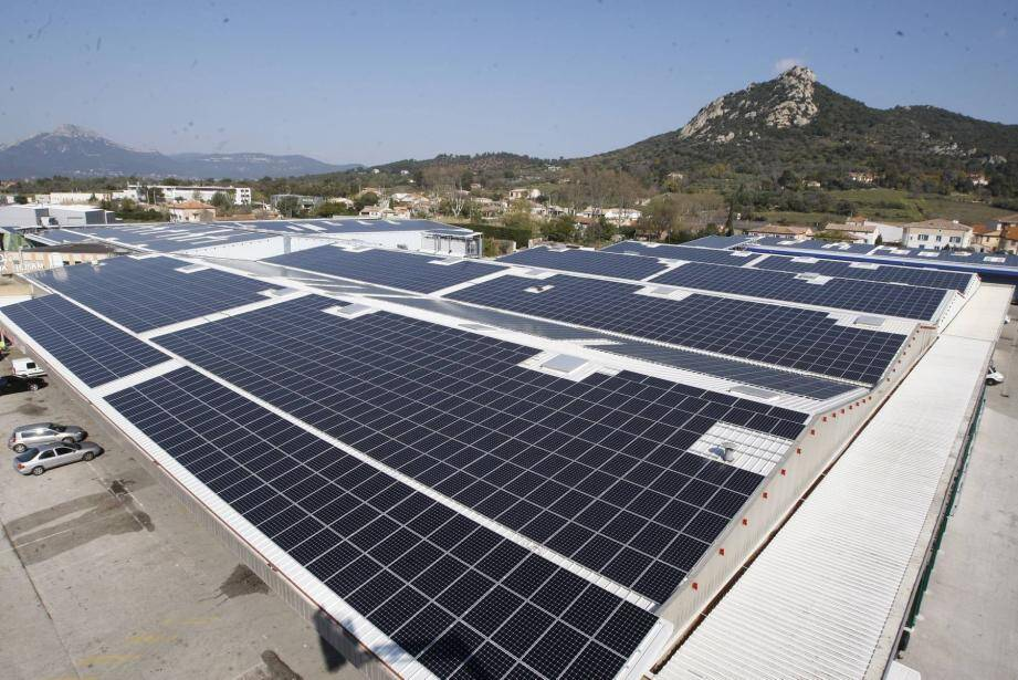 Le programme titanesque de 20.000 m2 permettra de produire chaque année la consommation, hors chauffage, de 2 800 habitants.