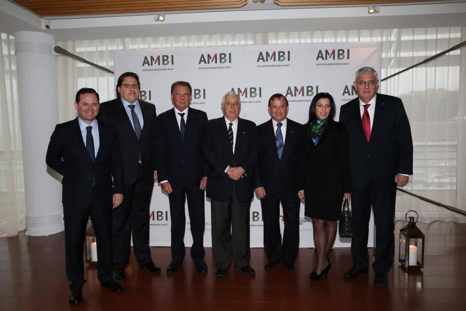 Arnoldo Wald Filho (président d'AMBI Brésil et vice-président d'AMBI Monaco, consul honoraire de Monaco au Brésil), Marcos Pileggi (président d'AMBI Monaco et vice-président d'AMBI Brésil), Michel Dotta (président du MEB), Jacques Boisson (secrétaire d'Etat), André de Montigny (président d'honneur d'AMBI à Monaco et au Brésil, consul honoraire du Brésil à Monaco), Luciana de Montigny(secrétaire générale d'AMBI et présidente de Brasil Monaco Project) et Henri Fissore (ambassadeur en mission auprès du ministre d'État).