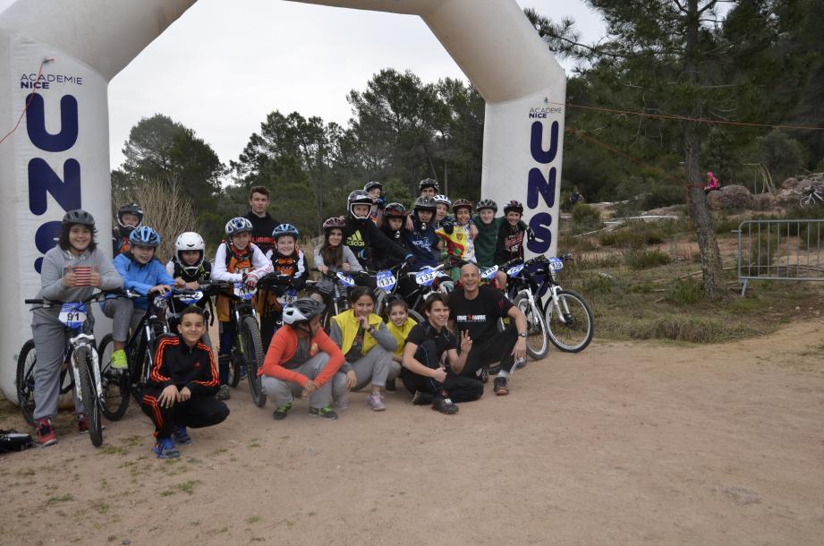 Vététistes et journalistes, les élèves de La Chenaie se sont bien amusés.