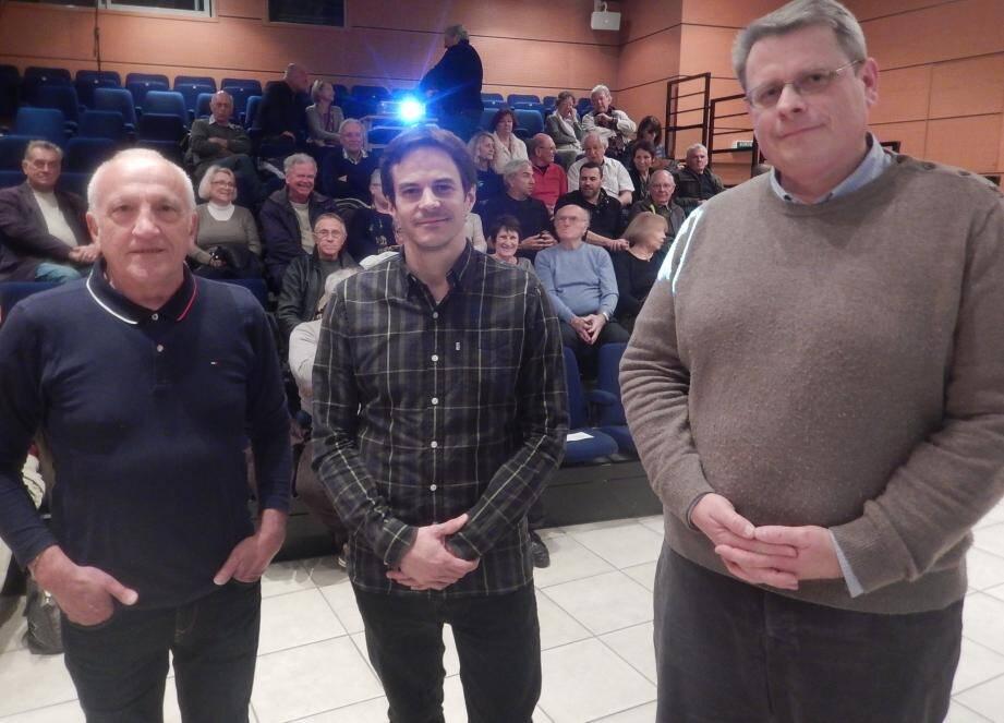 De gauche à droite : Pierre Giacomoni (président), Nicolas Nardetto (le conférencier) et Franck Gourdon (vice-président).