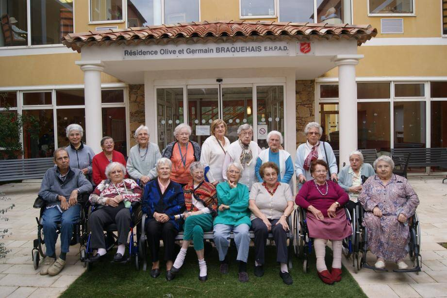 Une partie du groupe de résidents à l'initiative de cette belle opération solidaire. (photo B. K.)