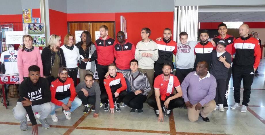 Les éducateurs des U15 de l'Étoile. Ils étaient notamment présents au Forum du handicap, mardi dernier.