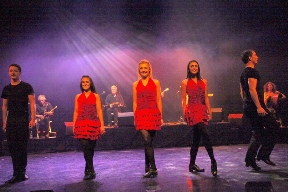 Les sourires et performances des danseurs ont transporté le public.