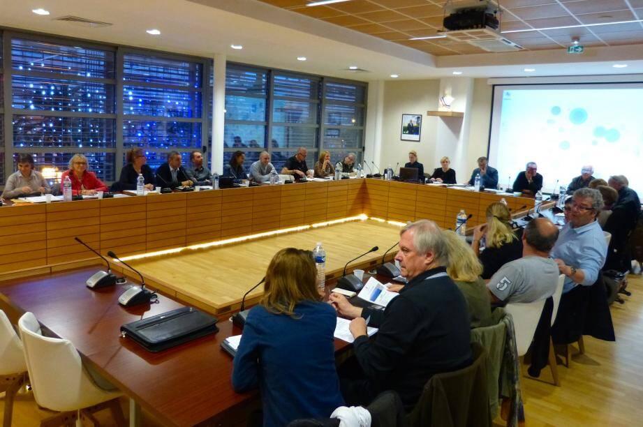 Des débats animés pour une séance importante qui a confirmé la baisse des taxes locales.