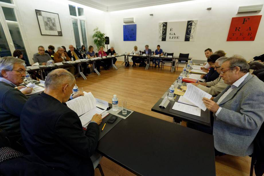 Après le conseil municipal du 17 mars (notre photo), la réunion de mercredi soir a permis un débat d'orientation budgétaire sur la régie des eaux.