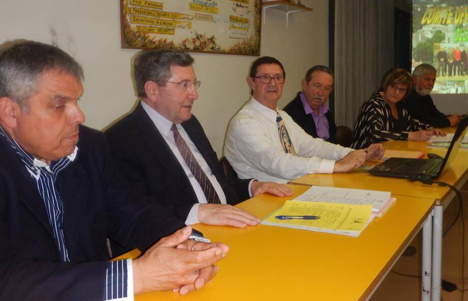 L'assemblée générale du Cof a eu lieu en présence, entre autres, (de gauche à droite) du maire Robert Bénéventi, de Michel Béchameil (président), de Gérard Lefevre (trésorier), de Claudine Lefevre (secrétaire) et de Patrice Daniaud (secrétaire adjoint et animateur de nombreuses manifestations du Cof).