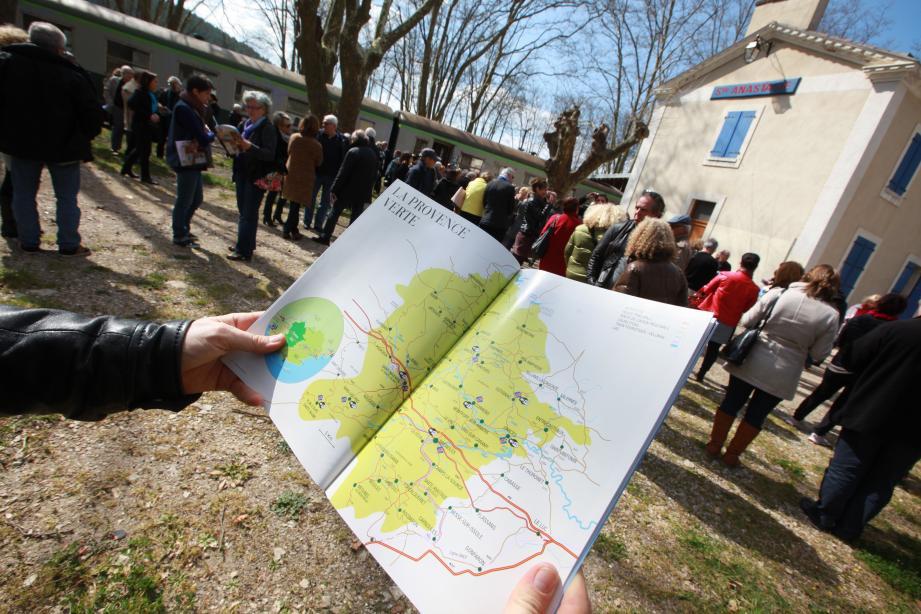 Dans le cadre délicieusement provençal de la gare de Sainte-Anastasie, convoyés à bord des wagons de collection de l'ATTCV, partenaires et acteurs du tourisme en Provence verte ont donné le coup d'envoi de la saison.