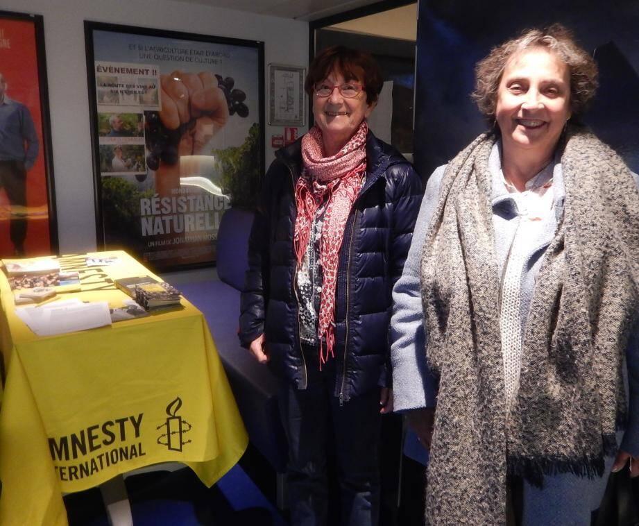 Dominique Gioanni de Rigal (à droite) et Evelyne Talbot, d'Amnesty International, donnent rendez-vous à 20h30 au Six n'étoiles.