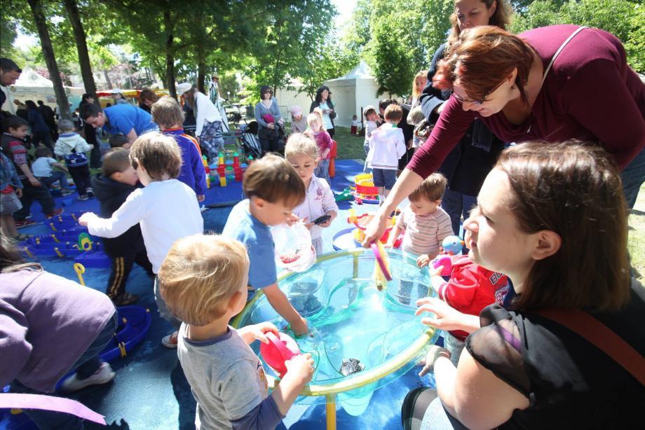 Comme ici, en 2013, la mini Fête mondiale du jeu revient au parc des Bugadières de Cagnes pour le bonheur des familles.