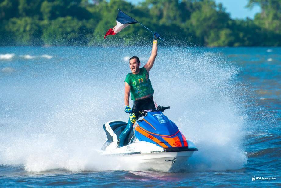 Teddy Pons a encore hissé haut le pavillon bleu du team Audemar en Guadeloupe. Champion du monde offshore, comme en 2011...