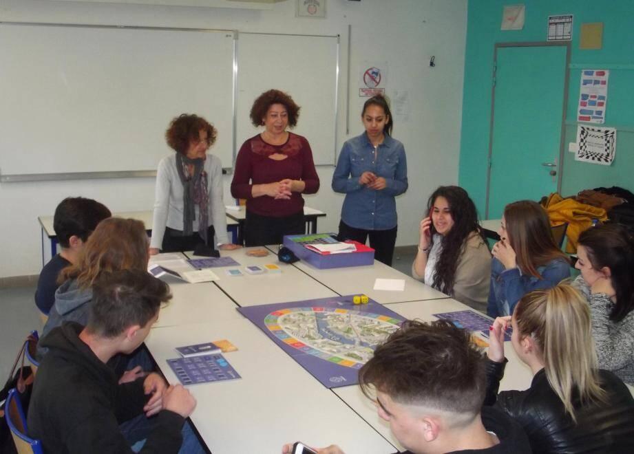 Les bénévoles de l'association Cresus ont informé les lycéens de terminale, avec l'appui d'un jeu.