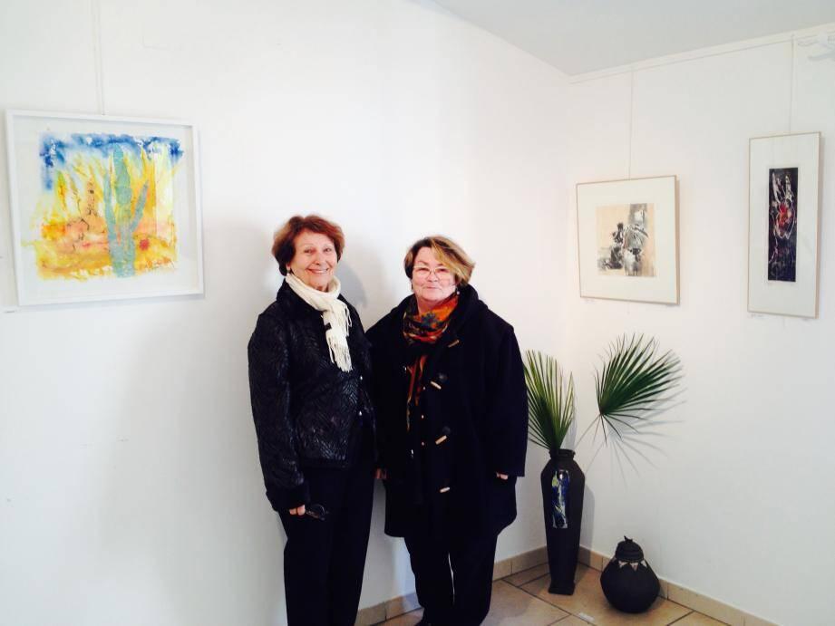 Josette (à gauche) et Dominique Marti devant leurs œuvres.