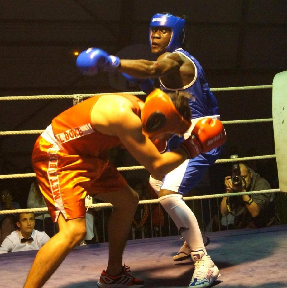 Troisième victoire consécutive pour le Seynois Mendes-Tani, vainqueur du Marseillais Ahmed Messaoud.