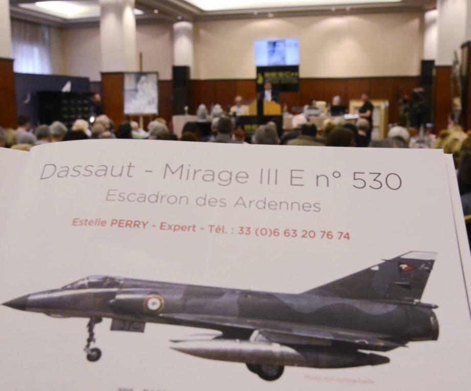 Le lot n°299 de la vente Besch : un avion Mirage IIIE de  15 mètres qui a trouvé preneur...