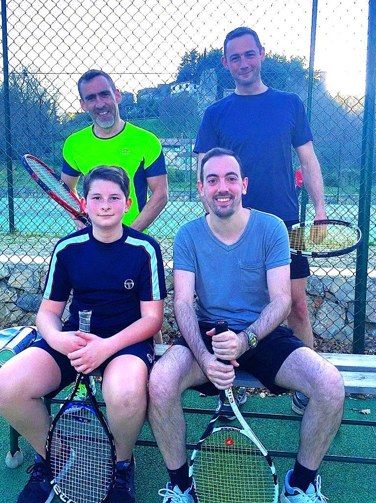 Romuald et Mathis, à gauche, ont battu Christophe et Vincent en ouverture du tournoi.