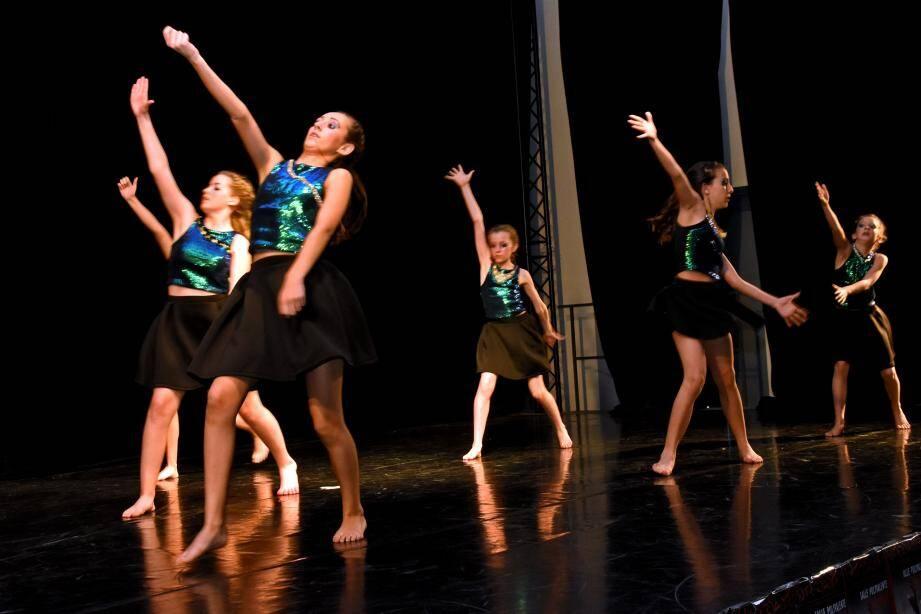 Les jeunes danseuses de Studio 3 se sont qualifiées pour les finales de dimanche.