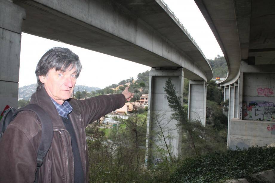 « Toute la commune est traversée par l'autoroute comme au niveau du viaduc de l'Oli », explique Mario Mulé, président de l'association « 3T ».