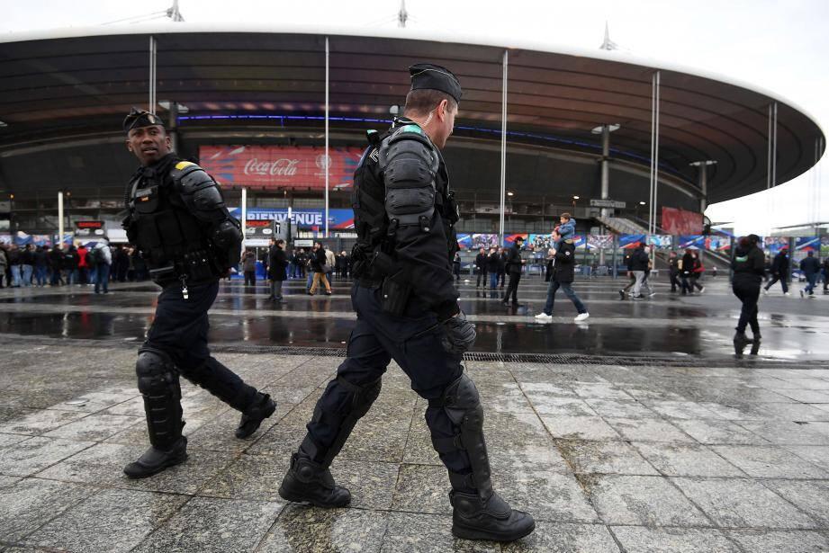 Hier, aux abords du Stade de France, les contrôles de police étaient partout et fréquents.