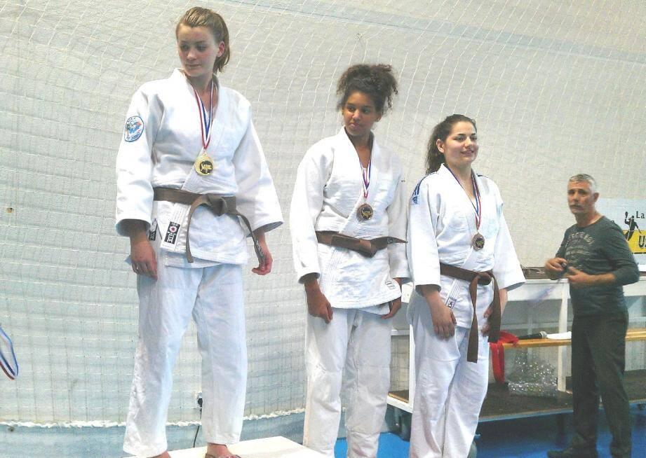 Une nouvelle médaille d'or pour Clara Silva (à gauche).
