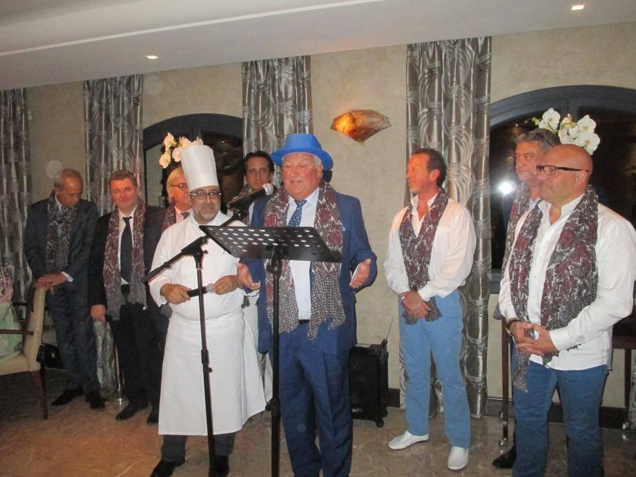 Autour du président Philippe Chavaroc (chapeau bleu), le chef Philippe Da Silva et les membres de l'ordre. Photo HoB