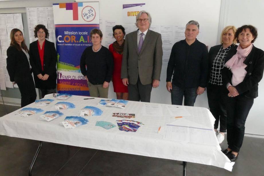 Patrick Carrasco, adjoint délégué à la jeunesse, et le maire Robert Masson, étaient présents lors de cette journée dédiée aux jobs d'été.