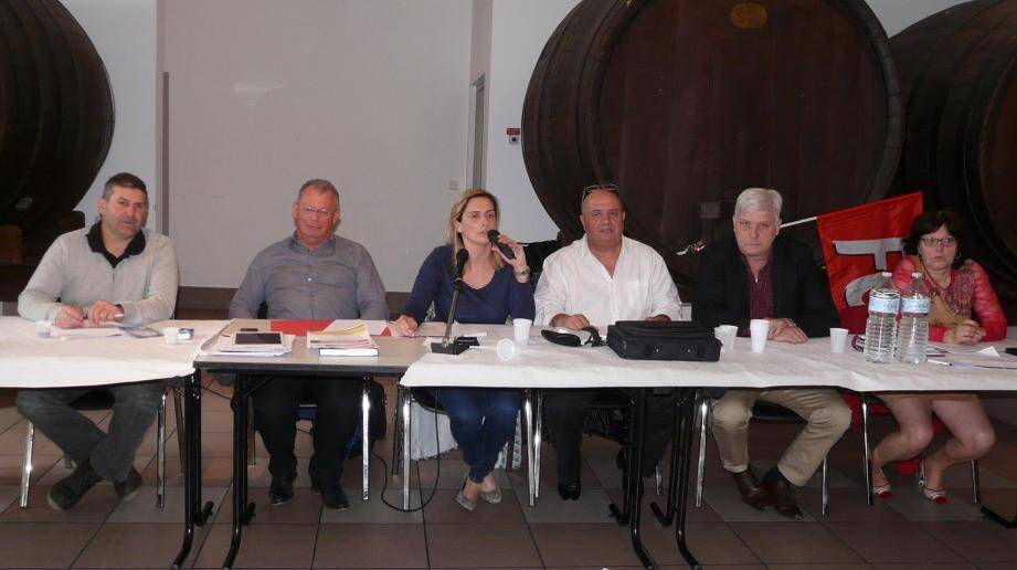 Les secrétaires régionaux santé, Marc Katramados (3e en partant de la droite) et territoriaux Patrick Rué (2e à gauche) ont animé les débats.
