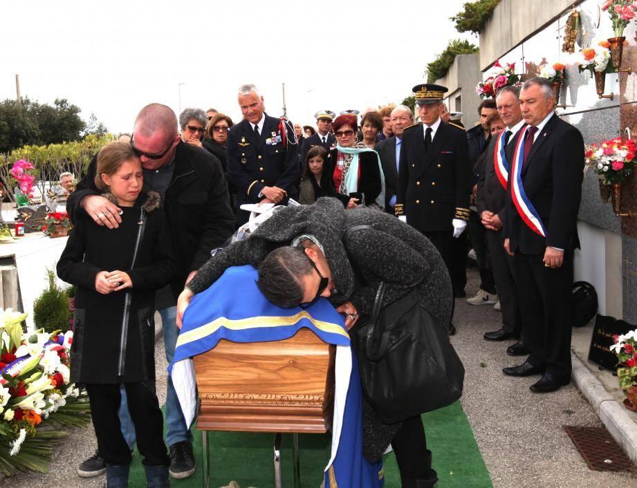 Lors de la cérémonie, une pensée a été adressée à son ami, Jean-Édouard Charpentier, azuréen également tué ce jour-là et « à toutes les victimes des attentats ».