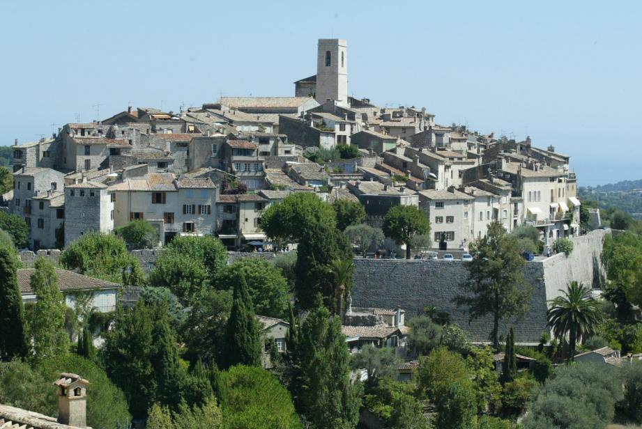 Vue du village de Saint-Paul-de-VenceArticle de Phlippe DUPUY