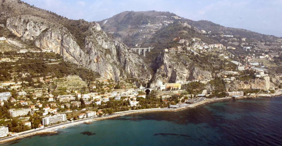 Une vue aérienne de la Côte d'Azur