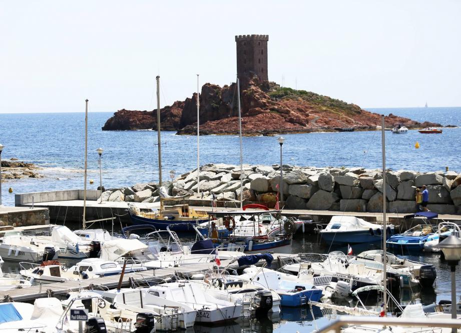 L'île d'or vue du petit port du Poussaï au Dramont.