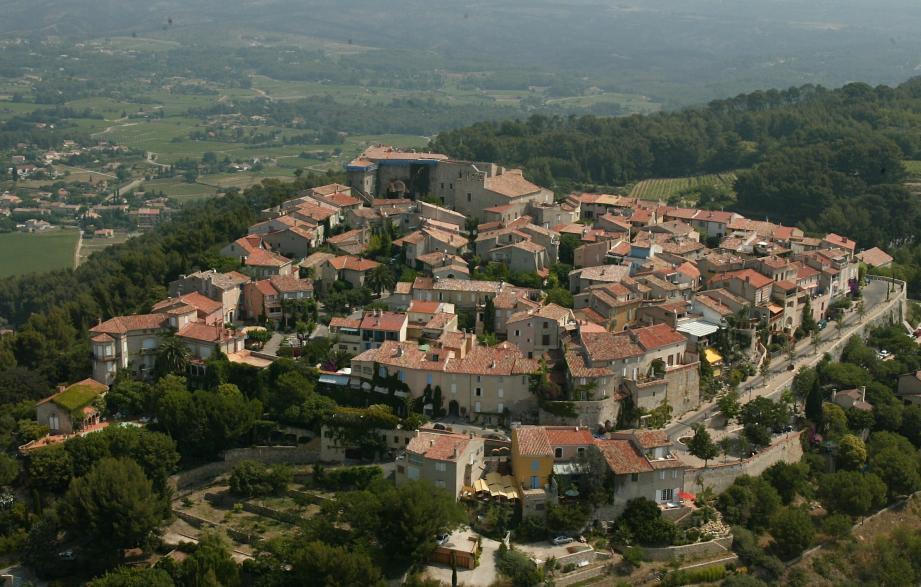 Vue du village du Castellet.