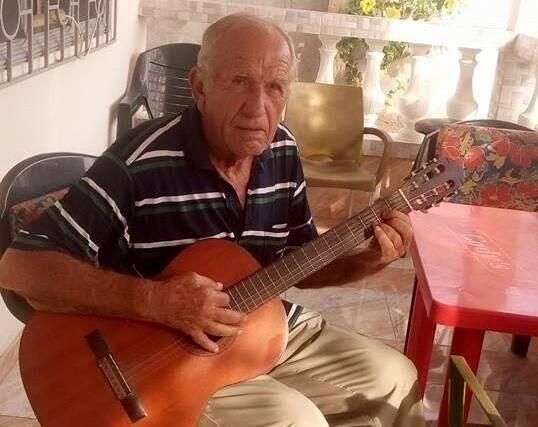 Jean-Pierre Arnaud était un passionné de guitare.