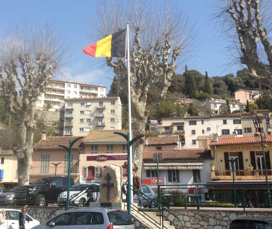 Le drapeau belge flottera partout sur la commune jusqu'à mardi.