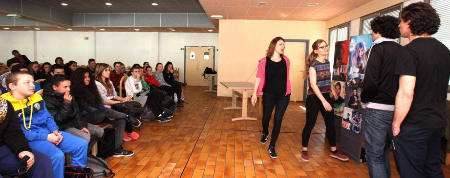 Pour aider les collégiens à verbaliser et dépasser leurs difficultés, la commune de Carros a financé une opération fondée sur du théâtre avec la compagnie Miranda et des groupes de parole.