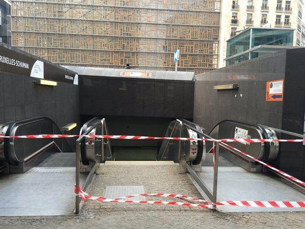 Le métro a été fermé à la suite des explosions.
