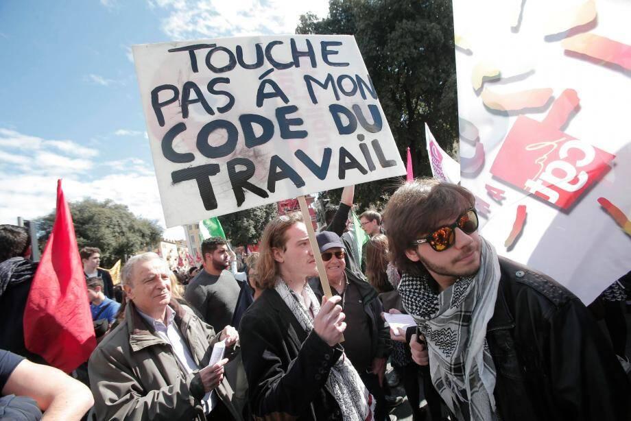 Manifestation place Garibaldi contre le projet de loi El Khomri, qui doit réformer le droit du travail, provoque de vives réactions.