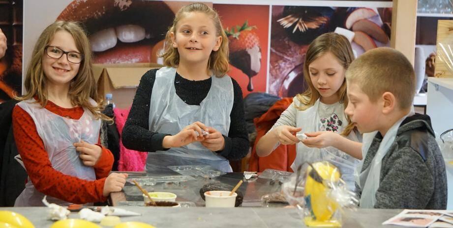 """""""Les sucreries de Lisandre"""" se veulent un lieu de partage où les visiteurs sont encouragés à goûter et à se balader dans l'atelier de confection."""
