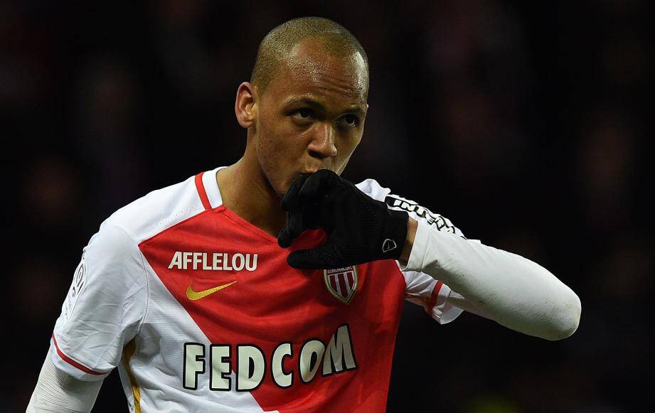 Monaco's Brazilian defender Fabinho celebrates after scoring a goal during the French L1 football match between Paris Saint-Germain (PSG) and AS Monaco at the Parc des Princes stadium in Paris on March 20, 2016. AFP PHOTO / FRANCK FIFE FBL-FRA-LIGUE1-PSG-MONACO