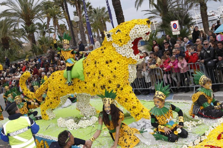 Les hommes jaguar, du Lavandou Espaces Jeunes, premier prix moyen char.