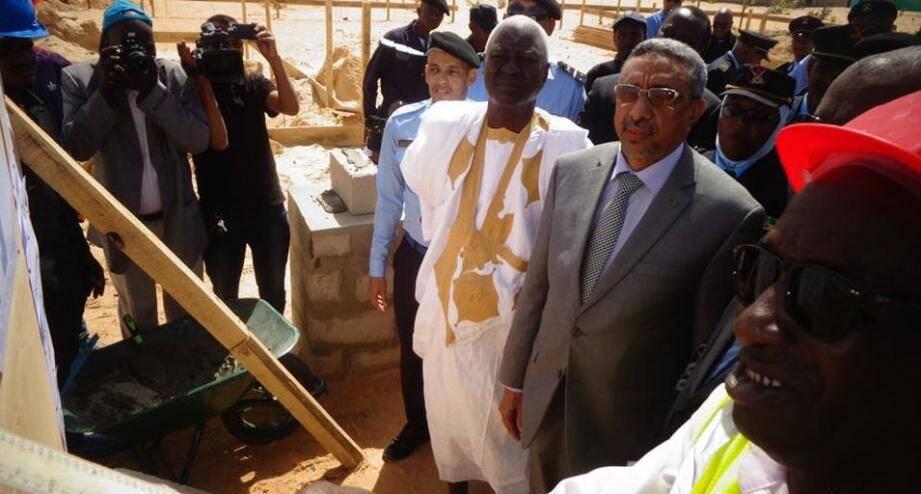 À gauche, le consul honoraire de Monaco en Mauritanie Aly Guéladio Kamara, et le secrétaire général du ministère de l'Intérieur et de la Décentralisation mauritanien, Baba Ould Boumeiss.