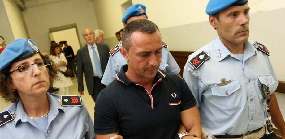 Ilir Beti a été condamné le 24 janvier dernier, par la cour d'appel de Turin, à 18 ans et 4 mois de prison. Pourtant, la procédure italienne lui permet de bénéficier d'une remise en liberté le temps que sa peine soit validée par la cour de cassation.