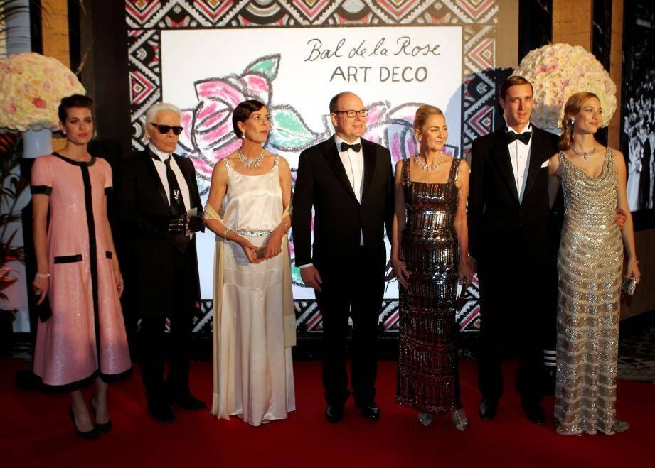 Après le thème de l'art déco l'an dernier, Karl Lagerfeld a opté pour un décor recréant un champ de canne à sucre pour l'accueil des invités,,à l'entrée du Sporting d'Hiver, qui débourseront 800 euros le ticket.
