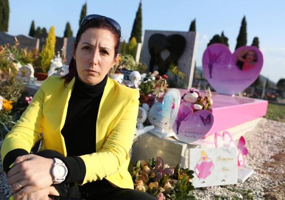 Une pétition pour défendre la tombe de la petite fille contre l'avis des parents a été lancée.